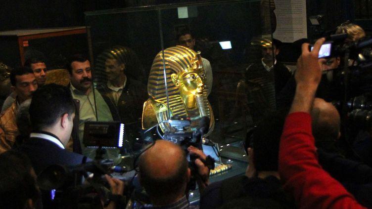 """Selon le ministre égyptien des Antiquités Mamdouh al-Damati, la couverture médiatique autour du masque funéraire endommagé de Toutankhamon a été""""quelque peu exagérée"""".  (HASAN MOHAMED / AFP)"""