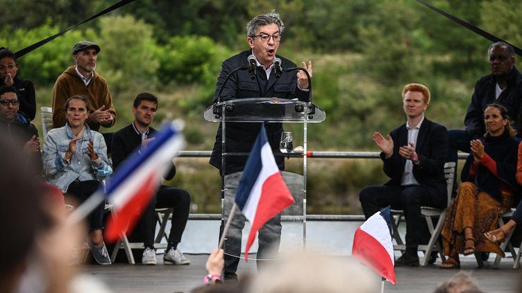 Le leader deLa France Insoumise Jean-Luc Mélenchon, le 29 août 2021, àChateauneuf-sur-Isère (Drôme). (OLIVIER CHASSIGNOLE / AFP)