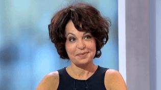 """Isabelle Mergault sur la scène du théâtre des Variétés avec sa nouvelle comédie """"Ouh, ouh!""""  (France 2 / Culturebox)"""