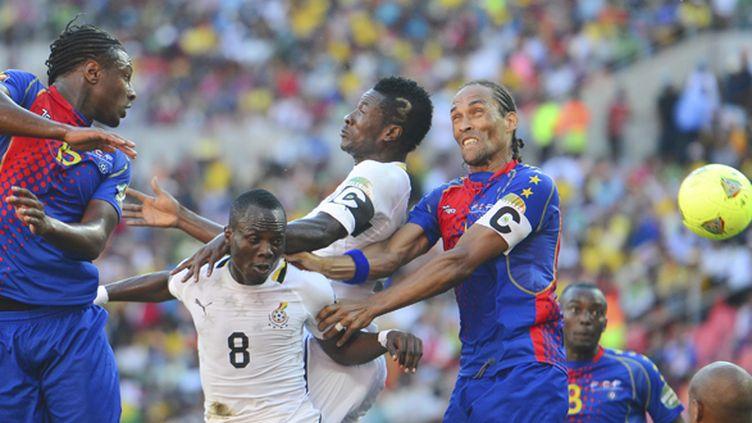 Emmanuel Agyemang Badu et Asamoah Gyan du Ghanaface à Nando (à droite) (BARRY ALDWORTH / MAXPPP)