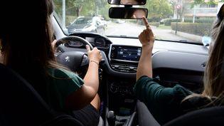 Une séance de formation à la conduite. (MARC OLLIVIER / MAXPPP)
