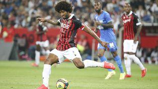 Dante avec l'OGC Nice face à l'Olympique de Marseille le 22 août 2021 à l'Allianz Riviera. (JEAN CATUFFE / AFP)