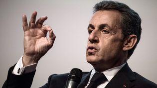 Nicolas Sarkozy, le 25 octobre 2016, lors d'un meeting à Paris. (PHILIPPE LOPEZ / AFP)