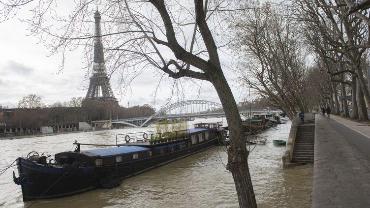 5 février 2021. A Paris, La Seine a débordé de son lit et la capitale reste en état d'alerte.Le niveau de l'eau a augmenté de plus de quatre mètres par rapport à sa hauteur normale ces derniers jours. (JOAO LUIZ BULCAO / HANS LUCAS / AFP)