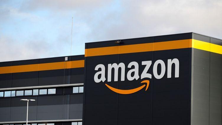 Un entrepôt d'Amazon, à Brétigny-sur-Orge, le 28 novembre 2019. (THOMAS SAMSON / AFP)