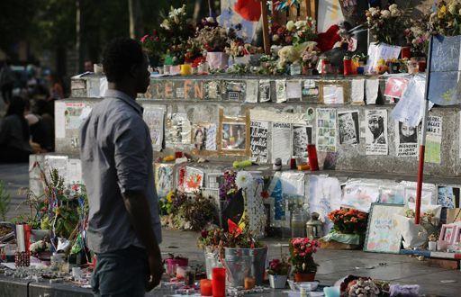 Place de la République à Paris, en hommage aux victimes du terrorisme, le 26 juillet 2007... (AFP - GEOFFROY VAN DER HASSELT)
