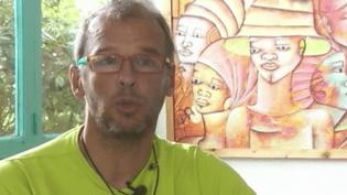 Sébastien Chadaud-Pétronin, fils de l'otage Sophie Pétronin, est inquiet pour la santé de sa mère, âgée de 72 ans. (FRANCE 2)