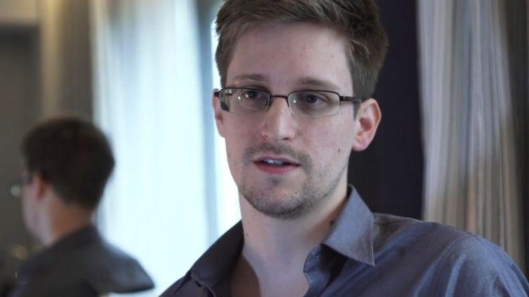 """L'ex-consultant de la NSA Edward Snowden, interviewé par le quotidien britannique """"The Guardian"""", à Hong Kong (Chine), le 6 juin 2013. (EYEPRESS NEWS / AFP)"""
