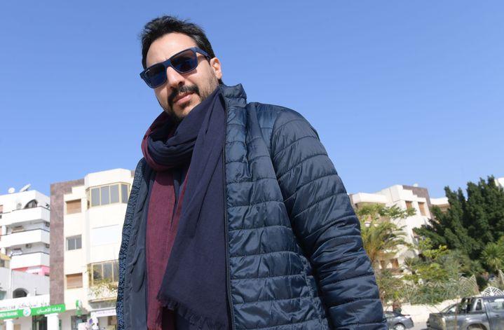 Le cinéaste Mehdi Barsaoui pose le 23 janvier 2020 à Tunis, la capitale tunisienne. (FETHI BELAID / AFP)