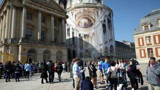 La chapelle royale recouverte d'une bâche en trompe-l'oeil pendant les travaux (JEAN-BAPTISTE QUENTIN / MAXPPP)
