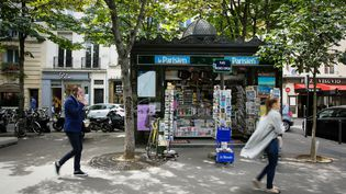 Un kiosque à journaux dans le quartier Saint Germain à Paris (image d'illustration). (MAXPPP)