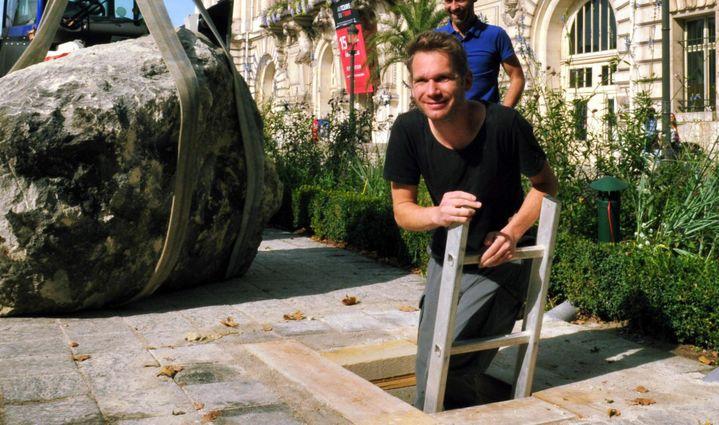 Abraham Poincheval après son séjour sous la mairie de Tours  (PHOTOPQR/LA NOUVELLE REPUBLIQUE)
