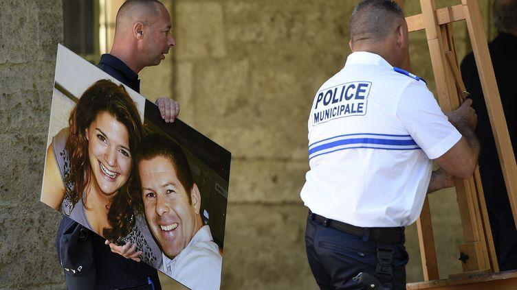 Une photo deJean-Baptiste Salvaing et Jessica Schneider, tués à leur domicile en 2016 à Magnanville. (SYLVAIN THOMAS / AFP)