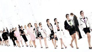 Chanel revisite les looks des stars hollywoodienne avec simplicité et modernité (6 octobre 2020). (STEPHANE DE SAKUTIN / AFP)