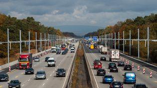Une autoroute en Allemagne, le 8 novembre 2018. (SILAS STEIN / DPA / AFP)