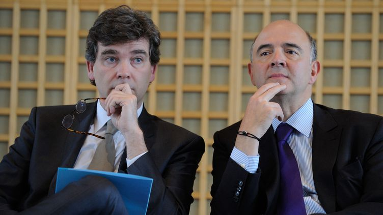 Arnaud Montebourg (G) et Pierre Moscovici, le 9 janvier 2013 à Paris lors d'une conférence sur l'attractivité de la France. ( WITT / SIPA)