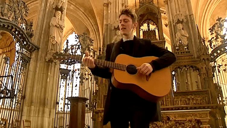 """Concert acoustique de """"Nord"""" dans l'abbatiale Saint-Ouen de Rouen juste avant son départ aux Inouïs de Bourges  (France 3 / Culturebox)"""