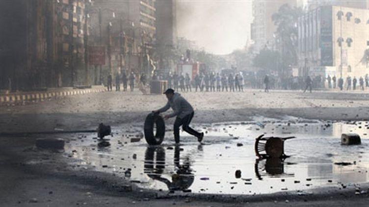 Un manifestant à Suez, le 27 janvier. (AFP - Khaled Desouki)