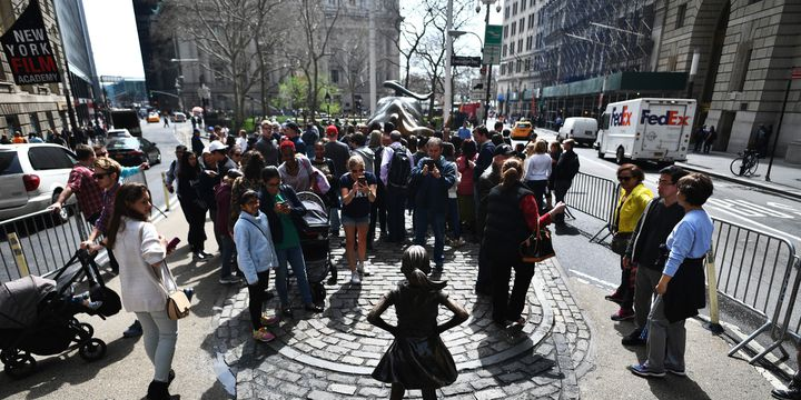 """The Fearless girl"", New York, Etats-Unis, le 12 avril 2017  (Jewel SAMAD / AFP)"