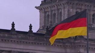 L'Allemagne est bloquée dans sa croissance. Alors que les économistes allemands tablaient sur une hausse de la croissance de 2,3% du PIB il y a encore six mois, ils estiment maintenant qu'elle n'atteindra que 1,6%.         (France 2)
