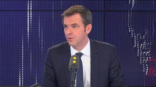 """Olivier Véran, ministre de la Santé, était l'invité du """"8h30 franceinfo"""" mardi 10 mars 2020 (FRANCEINFO / RADIOFRANCE)"""