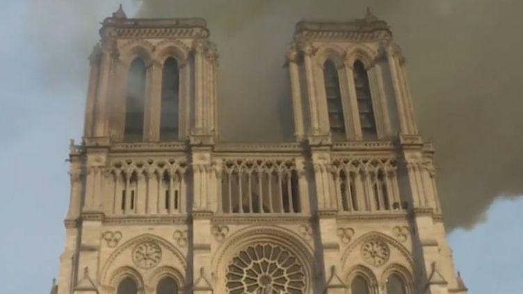 """Pollution au plomb : difficile de mettre Notre-Dame """"sous cloche"""" (© Pompiers de Paris)"""
