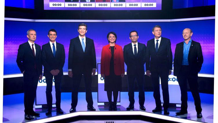 Les sept candidats à la primaire de la gauche sur le plateau de France 2, le 19 janvier 2017. (CHAMUSSY / REA)