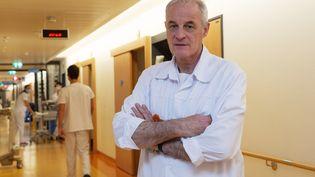 L'infectiologue suisse Didier Pittet, qui préside la Mission d'évaluation de l'exécutif sur la gestion de la crise de la Covid-19, ci-contre à l'hôpital universitaire de Genève le 30 mars 2020. (SALVATORE DI NOLFI / KEYSTONE)