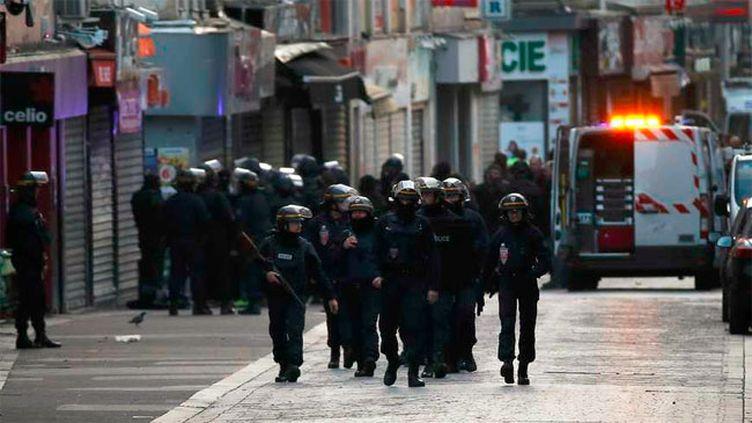 (Forces de police en action © MaxPPP)
