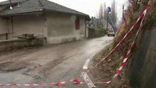 40 habitations ont été évacuées à Claix (Isère) après la destruction d'une maison par une coulée de boue. Que va-t-il se passer pour ces habitants ? (France 2)