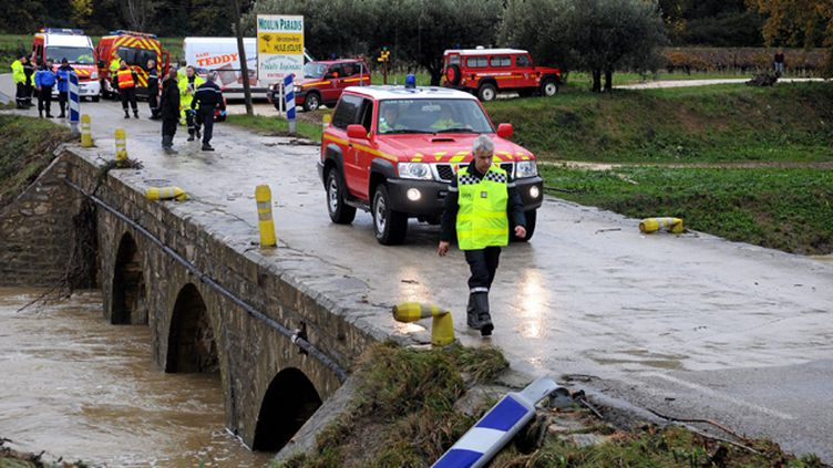 (Les intempéries dans le Gard ont fait quatre morts, emportés par les flots en traversant un pont. © MaxPPP)
