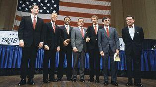 Les candidats aux primaires démocrates de 1988, rassemblés lors d'un événement de campagne aux Etats-Unis, le 7 octobre 1987. (TRIPPETT / SIPA)