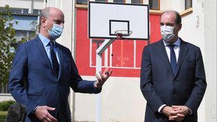 Le ministre de l'Education, Jean-Michel Blanquer, et le Premier ministre, Jean Castex, dans un lycée professionnel de Laxou (Meurthe-et-Moselle), le 3 mai 2021. (PATRICK HERTZOG / AFP)