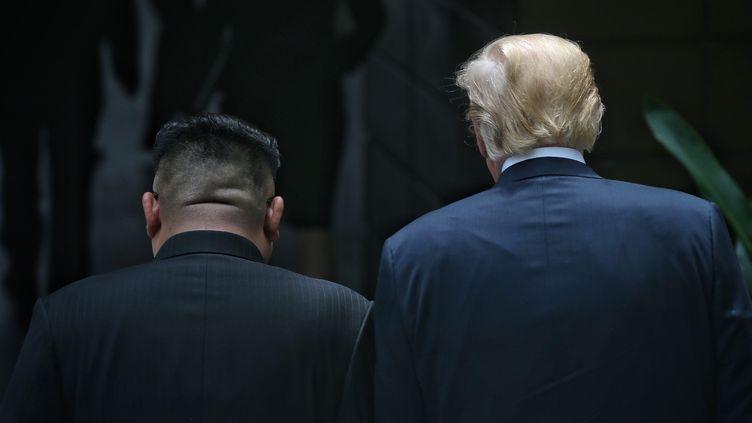 Kim Jong-un et Donald Trump mardi 12 juin 2018 à Singapour. (KEVIN LIM / THE STRAITS TIMES / AFP)