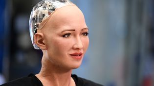 Sophia, le robot humanoïde, est présentée le 17 octobre 2017 à Moscou (Russie). (RAMIL SITDIKOV / SPUTNIK / AFP)