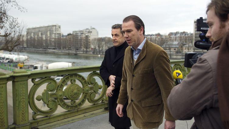 L'ancien président Nicolas Sarkozy au côté de Guillaume Lambert, son directeur de campagne lors de la présidentielle de 2012, le 18 février 2012 à Paris. (LIONEL BONAVENTURE / AFP)