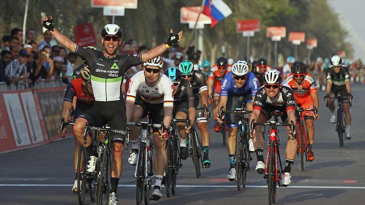 Mark Cavendish a débloqué son compteur en 2017 en remportant la 1ère étape du Tour d'Abou Dhabi. (NEZAR BALOUT / AFP)