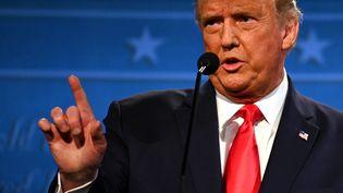 Donald Trump, lors du dernier débat présidentiel à Nashville (Etats-Unis) contre Joe Biden, le 22 octobre 2020. (JIM WATSON / AFP)