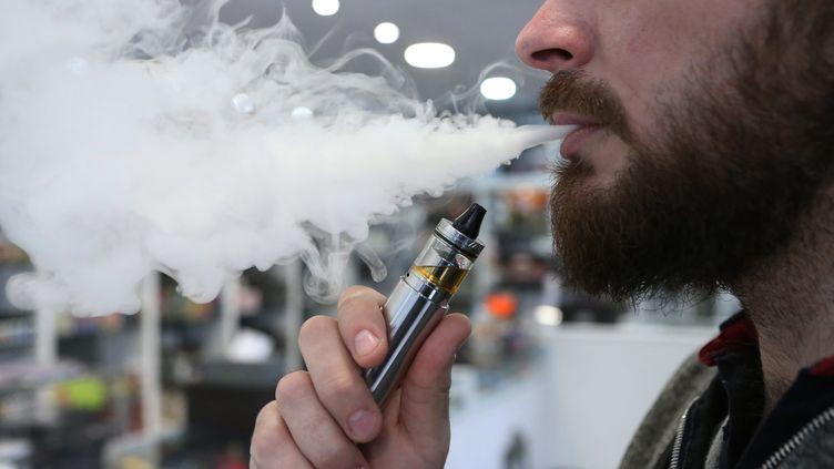 Aujourd'hui, environ deux millions et demi de Français utilisent une cigarette électronique. (?PHOTOPQR/L'EST-ECLAIR/LUDOVIC PETIOT / MAXPPP)