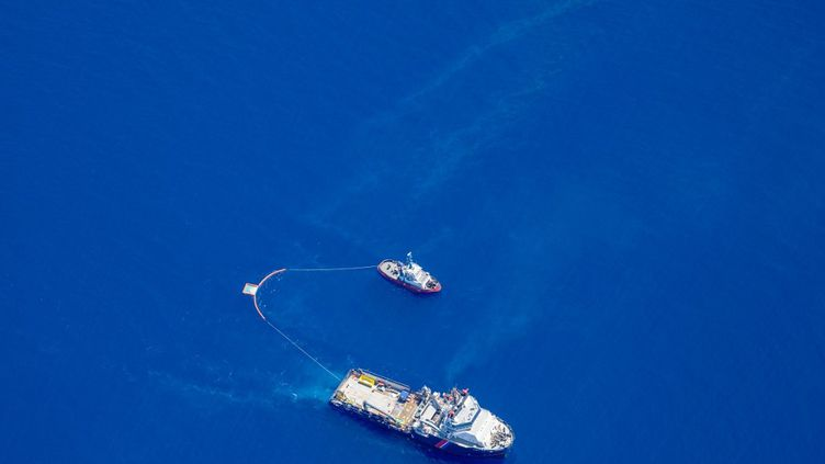 Les autorités ont détecté deux grandes nappes s'étendant sur 35 kilomètres, l'une à 800 mètres au large, l'autre à 3,5 kilomètres. (FLORIAN ROUSSARD / FRENCH AIR FORCE)