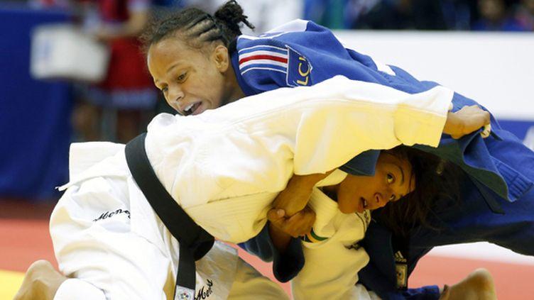 La Française Amandine Buchard a pris le dessus sur la championne olympique Menezes