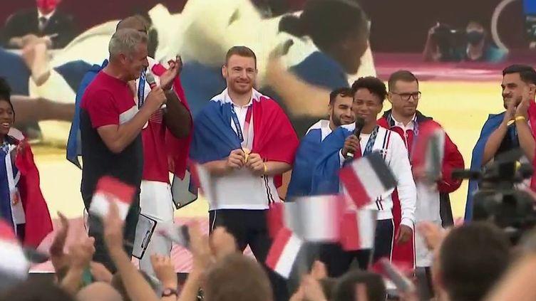JO 2021 : les médaillés français accueillis en héros au Trocadéro, à Paris (France 2)