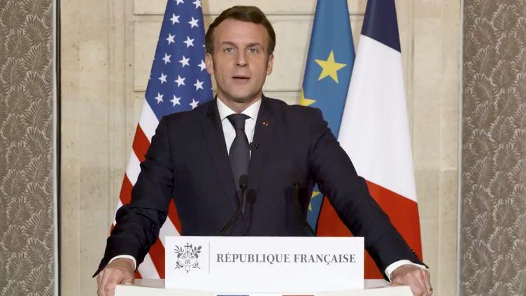 Le président de la République s'est exprimé depuis l'Elysée, jeudi 7 janvier 2021, après les violences à Washington. (EMMANUEL MACRON / TWITTER)