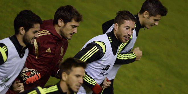 Les joueurs madrilènes Isco, Casillas et Ramos accompagné de l'ancien joueur du Real Alvaro Morata