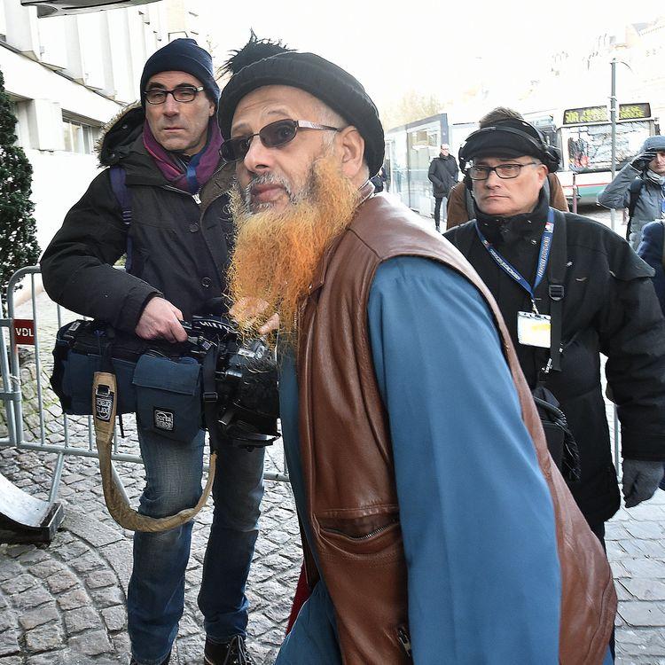 M'Barek Chaabi entre au palais de justice de Lille (Nord), le 2 février 2015, avant sa comparution devant le tribunal correctionnel. (  MAXPPP)
