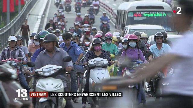 Vietnam : les scooters envahissent les villes