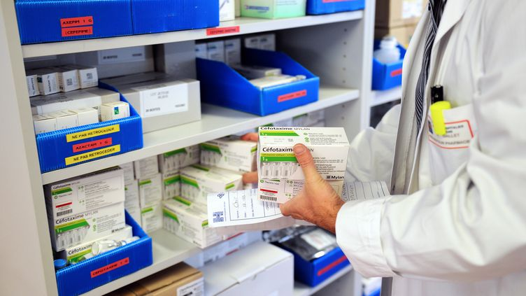 Un rapport de l'Inspection générale des finances, rendu en mars 2013, préconise la fin du numerus clausus pour les étudiants pharmaciens. (PHILIPPE HUGUEN / AFP)