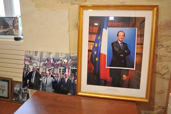 Le maire de Mans (Sarthe) avait déjà changé la traditionnelle photo du président de la République le soir du second tour de l'élection, le 6 mai 2012. (MARC OLLIVIER / OUEST FRANCE / MAXPPP)