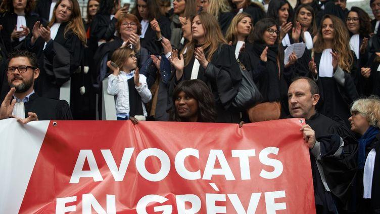 Des avocats en grève contre la réforme des retraites, à Toulouse (Haute-Garonne), le 17 février 2020. (ALAIN PITTON / NURPHOTO)