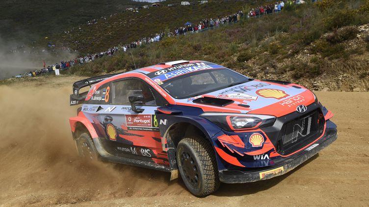 Le pilote estonien Ott Tanak au volant de sa Hyundai sur le rallye WRC du Portugal, vendredi 21 mai. (MIGUEL RIOPA / AFP)